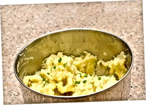 Laiškinis česnakas ir wasabi bulvių košė