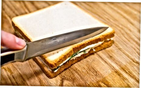 Ixtiyoriy ingredientlar bilan sendvichlarni tayyorlash