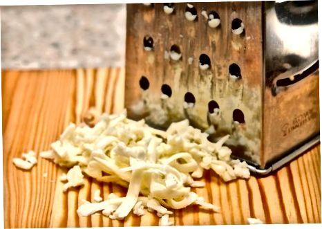 Marrja e salcës së djathit