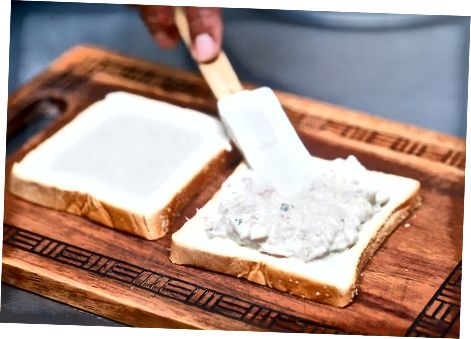 Klassik orkinos baliq sendvichi