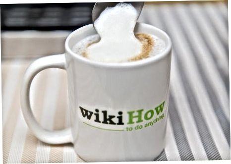 制作卡布奇诺咖啡