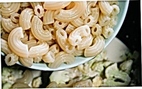 მაღალ ბოჭკოვანი ყვავილოვანი კომბოსტოს Mac და ყველის დამზადება