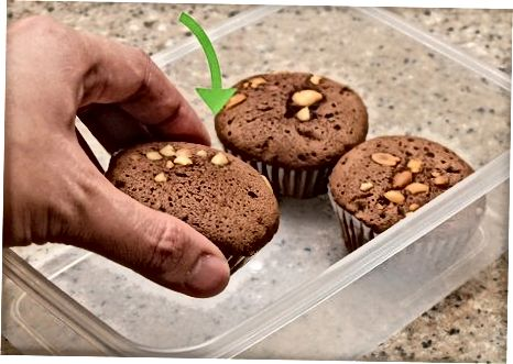 解凍したカップケーキを凍結する