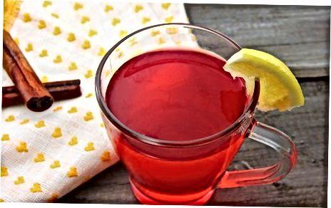五香热苹果和蔓越莓苹果酒
