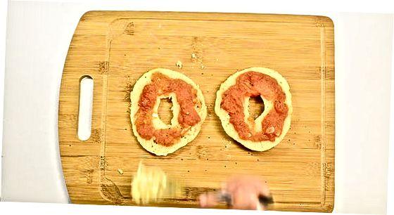 הכנת בייגל פיצה בסיסי