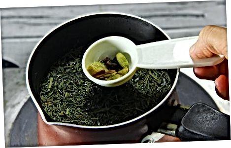 Chai maken met Indiase Chai Masala