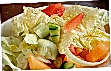 Poletna zelena in melona solata