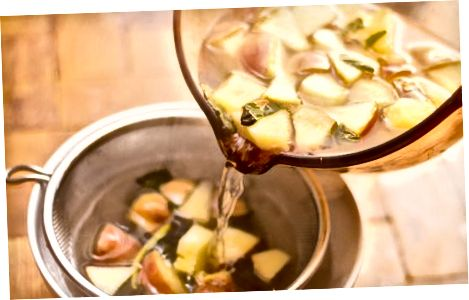 Friske mynteblader og fruktgelé