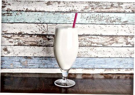 Getränke mit RumChata und alkoholfreien Zutaten zubereiten