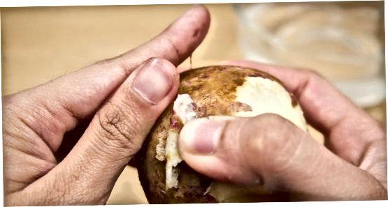 Virtų saldžiųjų bulvių lupimas