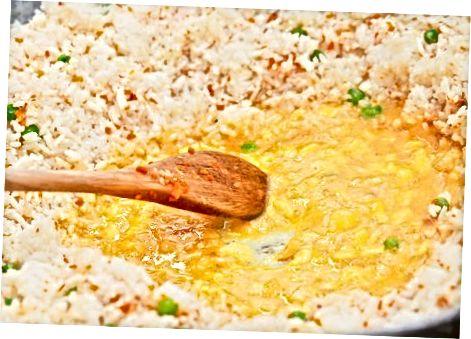 制作传统鸡蛋炒饭
