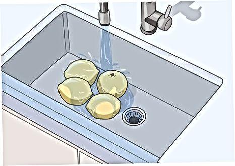 Reinigen und Schneiden der Zitrusfrüchte