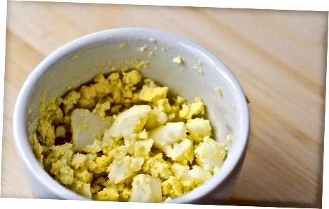 Kiaušinių salotų sumuštinis