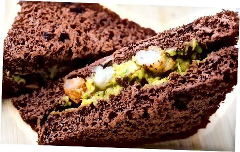 Avokado krevečių sumuštinis