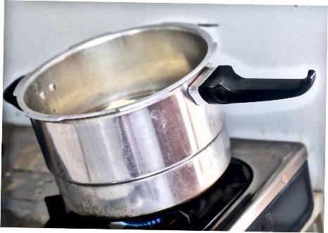 Göra grundliga ångade söta potatisar