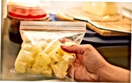 Ngrënia e ananasit të ngrirë