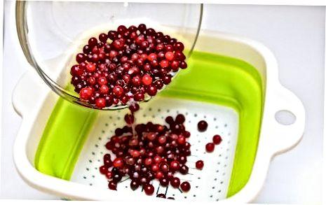 Mergulhando o Cranberries em calda