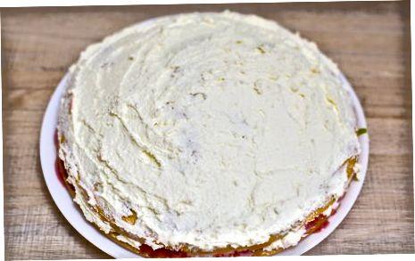 साथ में केक लगाना