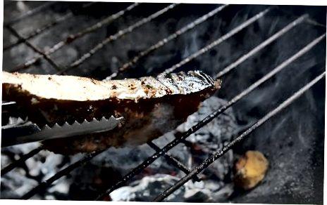 Marrja e peshkut të pjekur në skarë Opah