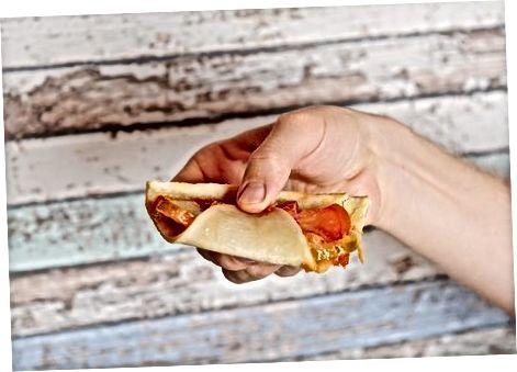 Mbajtja dhe Folding Pizza juaj