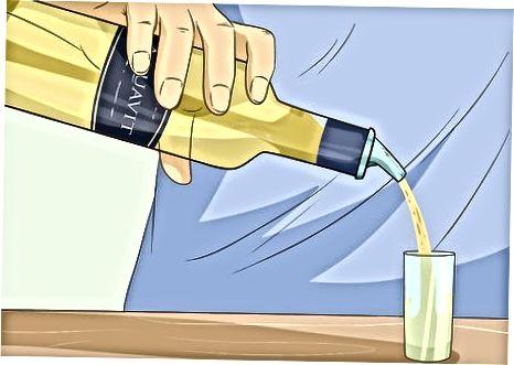 Ein einfaches Aquavit-Getränk zubereiten