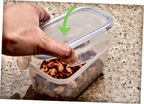 Зберігання та насолоджуючись пряними горіхами
