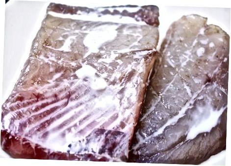 Чишћење и резање меса морског пса