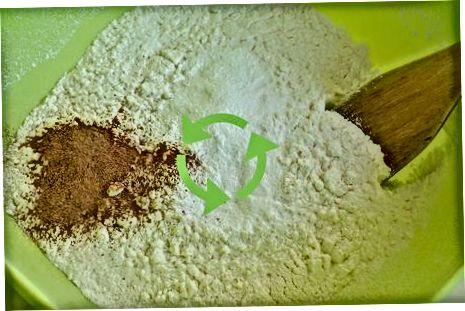 Adicionando os ingredientes secos