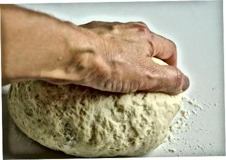 מכין את הבצק
