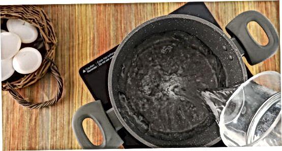Mehko kuhana jajca z izcedenimi rumenjaki