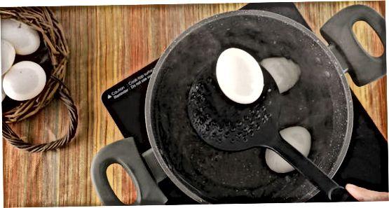 Яйця м'якого відвару з нежить
