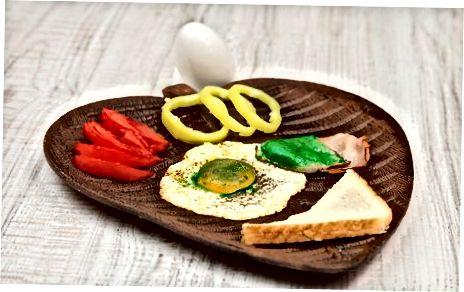 制作正宗的绿鸡蛋和火腿