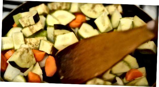 Utilitzant pasta de curry amb verdures i plats laterals