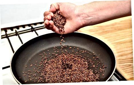 Steikja hörfræ í skál