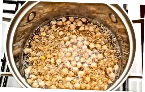 Eingeweichte Kichererbsen kochen