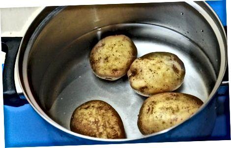 Zerkleinerte neue Kartoffeln