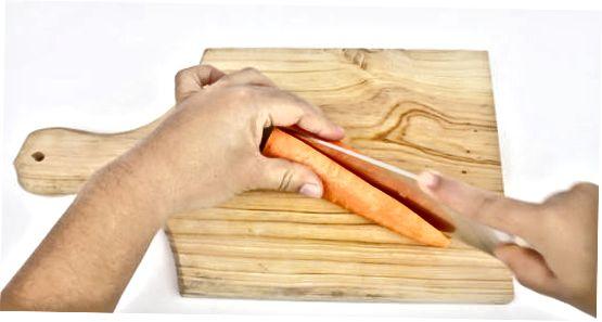 Julienne sabzi uchun pichoqdan foydalanish