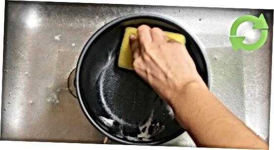 Põlenud toidu puhastamine teflonpannidest