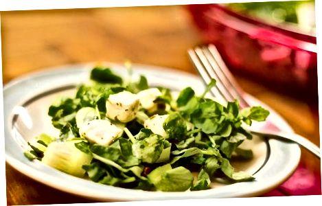 Bodring, cress va feta salatasi