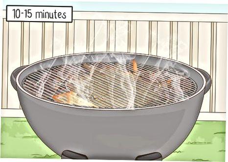 Обслуговування гриля з деревним вугіллям