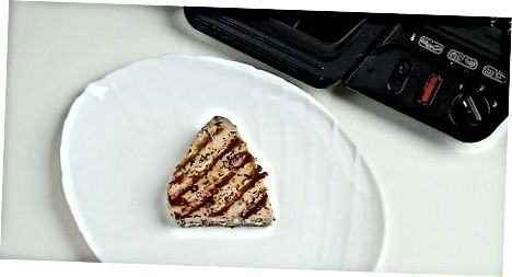 Gegrillte Knoblauch-Kräuter-Thunfisch-Steaks zubereiten