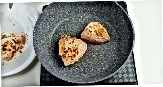 Pan-Seared Blackened Tuna Steaks zubereiten