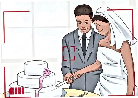 Den Kuchen schneiden