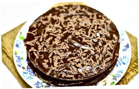 制作分层的布朗尼蛋糕