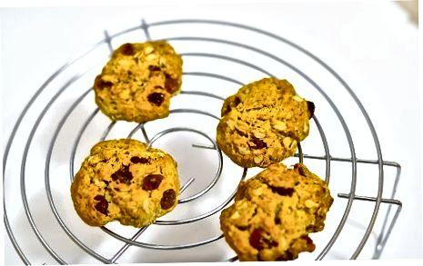 אפיית עוגיות שיבולת שועל ללא ביצה