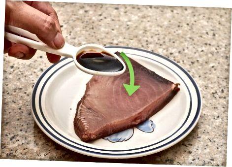 Gebratenes Thunfischsteak zubereiten