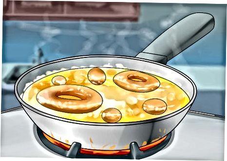 Pitsa xamiridan chapdan donut teshiklarini tayyorlash