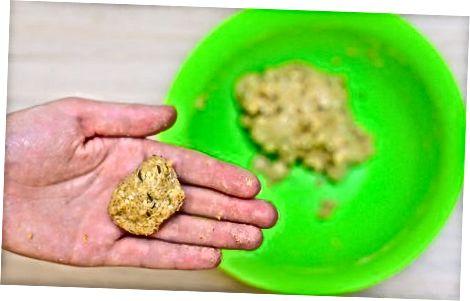 Moldar e assar os biscoitos