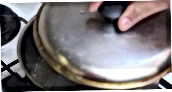 Kryddið hrísgrjónin með kryddjurtum og kryddi