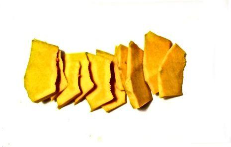 Pishirilgan butternut qovoq chiplari - qisqichbaqalar